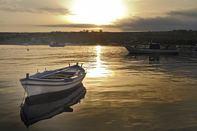 Boot und Sonnenuntergang